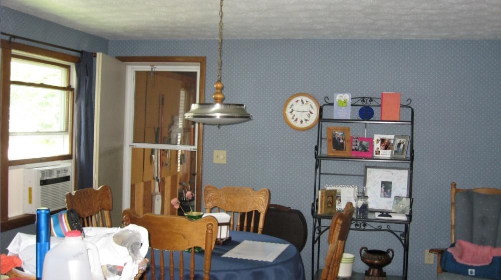 Click image for larger version  Name:livingroom.jpg Views:134 Size:184.7 KB ID:41669