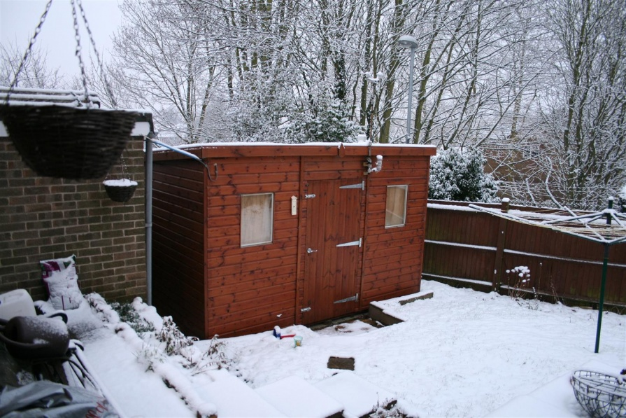 Click image for larger version  Name:shed in snow (Large).jpg Views:123 Size:257.4 KB ID:76109